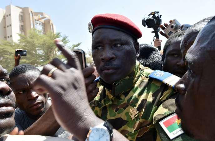Le lieutenant-colonel Zida a annoncé qu'il assumait le rôle de chef de l'Etat de transition au Burkina Faso.