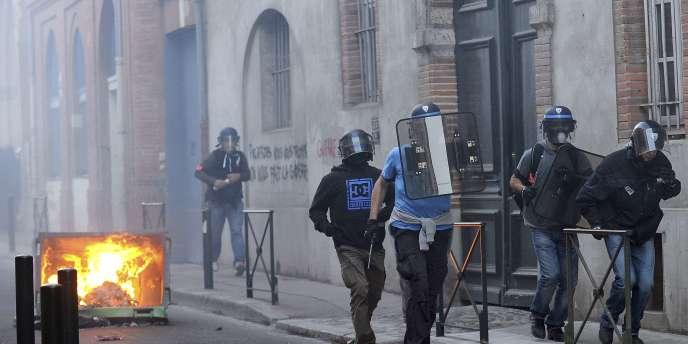 Des affrontements entre policiers et forces de l'ordre ont eu lieu dans la ville de Toulouse, le 1er novembre.