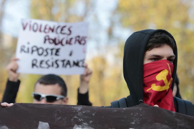 Manifestants place Stalingrad, à Paris, le 2 novembre 2014.