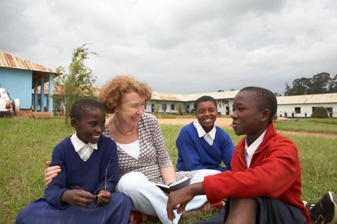Avec son ONG Camfed, basée dans cinq pays d'Afrique subsaharienne, Ann Cotton se bat pour l'éducation des filles.
