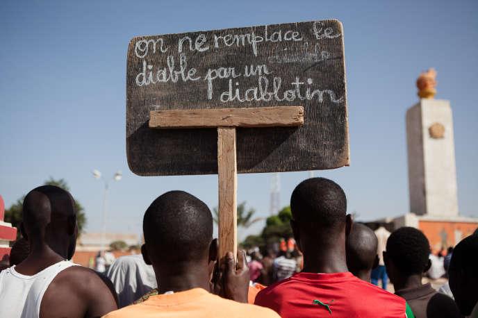 Manifestation des partis de l'opposition contre la prise de pouvoir par l'armée suite à la chute du régime de Blaise Compaoré.