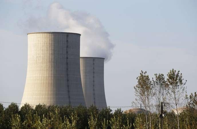Vue des tours aéroréfrigérante de la centrale de Golfech.
