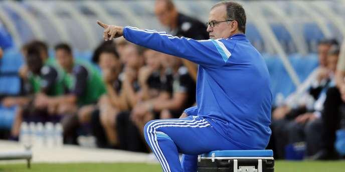 Marcelo Bielsa sur sa glacière. L'entraîneur de l'Olympique de Marseille ne devrait pas voir arriver de nouvelle recrue majeure cet hiver.