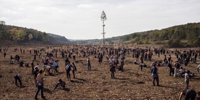 Le 2 novembre 2014, plusieurs milliers de personnes se sont réunies sur le site du projet de barrage de Sivens pour une marche blanche en hommage à Rémi Fraisse.  Photo: Ulrich Lebeuf / M.Y.O.P