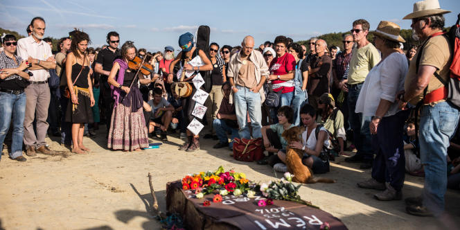 Le 2 novembre 2014, plusieurs milliers de personnes se sont réunies sur le site du projet de barrage de Sivens pour une marche blanche en hommage à Rémi Fraisse.Photo: Ulrich Lebeuf / M.Y.O.P