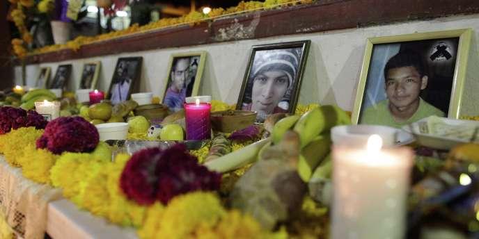 Les disparus étaient élèves-enseignants à l'école normale rurale d'Ayotzinapa, au Mexique.