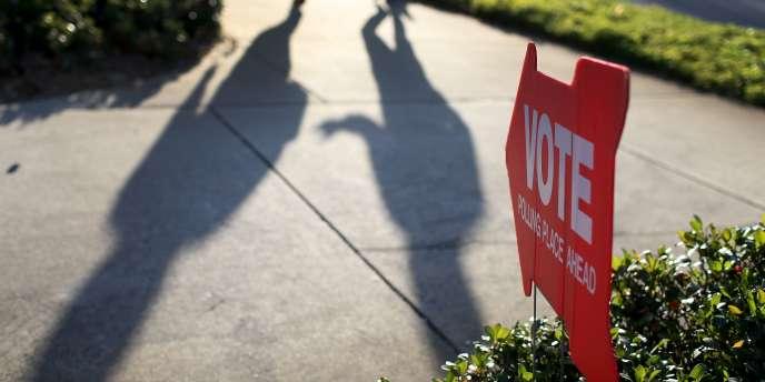 Devant un bureau de vote à St Petersburg, en Floride, le 4 novembre.