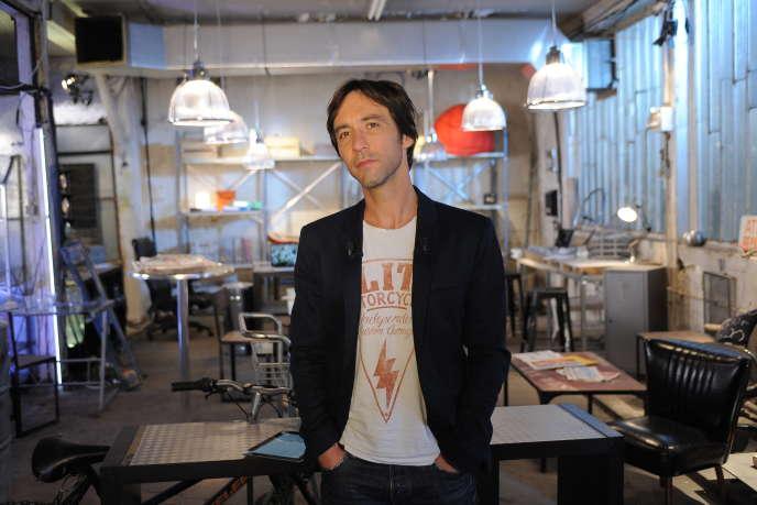Arnaud Muller, présentateur de l'Autre JT sur France 4.