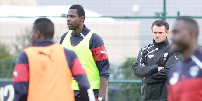 Willy Sagnol, lors de l'entraînement de ses joueurs le 4 novembre.