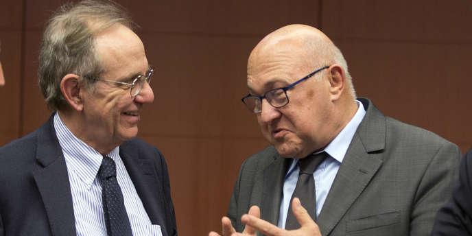 Michel Sapin (au centre) avec le ministre des finances italien Pier Carlo Padoan.