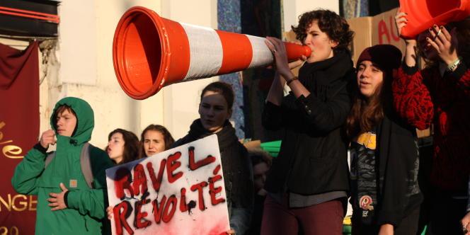 Devant le lycée Maurice-Ravel, jeudi 6 novembre.