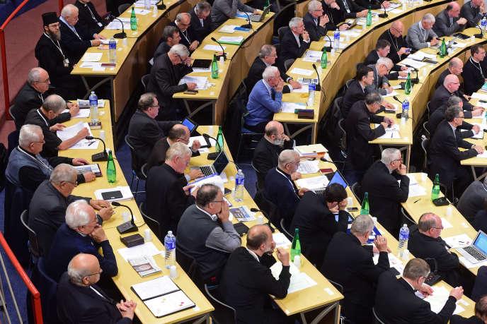 Dans un texte général sur la politique publié jeudi, le conseil permanent de la Conférence des évêques de France estime qu'il faut «redéfinir» le contrat social.