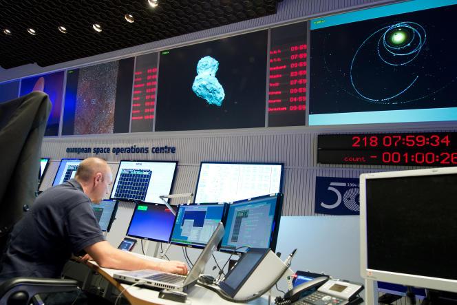 Au centre opérationnel de l'Agence spatiale européenne à Darmstadt en Allemagne.