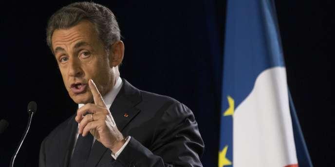 Nicolas Sarkozy en meeting à Paris, le 7 novembre.