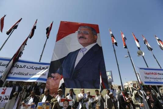 Une affiche de l'ancien président yéménite Ali Abdallah Saleh, lors d'une manifestation de ses supporteurs, le 7 novembre 2014, dans la capitale du pays, Sanaa.