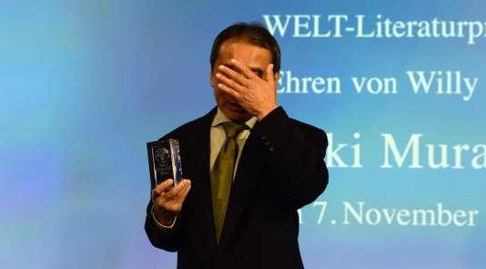 Le romancier japonais Haruki Murakami lors de la remise du prix Welt-Literaturpreis du journal allemand «Die Welt», le 7 novembre 2016.