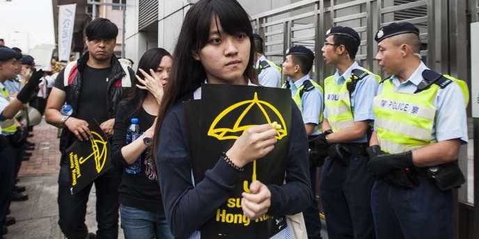 Une manifestante prodémocratie à Hongkong dimanche 9 novembre.