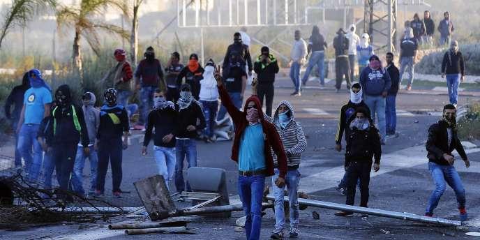 Des affrontements ont eu lieu entre la police et de jeunes Arabes israéliens à Kafr Cana, dans le nord d'Israël.