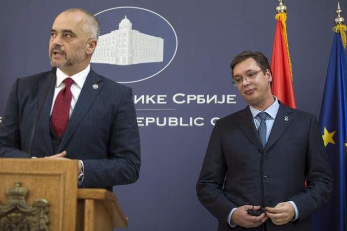 « Les partis sociaux-démocrates au pouvoir en Albanie et en Macédoine voient en l'Europe une perspective d'avenir plus que positive». (Photo : La visite historique – la première en soixante-huit ans–d'un premier ministre albanais (Edi Rama, à droite), en Serbie, où il est reçu par son homologue serbe, Aleksandar Vucic).