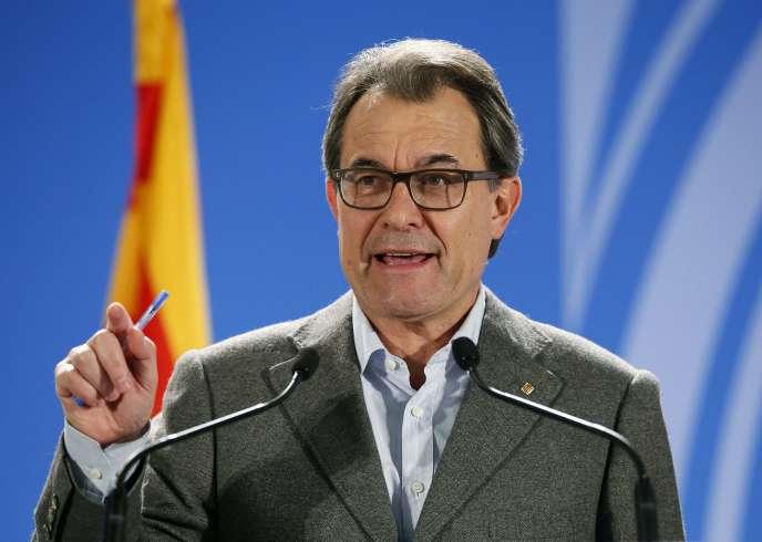 Artur Mas, lors d'une conférence de presse, dimanche 9 novembre.
