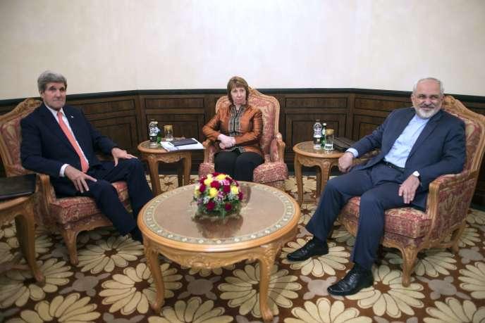 Le secrétaire d'Etat américain, John Kerry, l'ex-haute représentante de l'Union européenne,  Catherine Ashton, et le ministre iranien des affaires étrangères, Mohammad Javad Zarif, le 10 novembre à Mascate, la capitale du sultanat d'Oman.