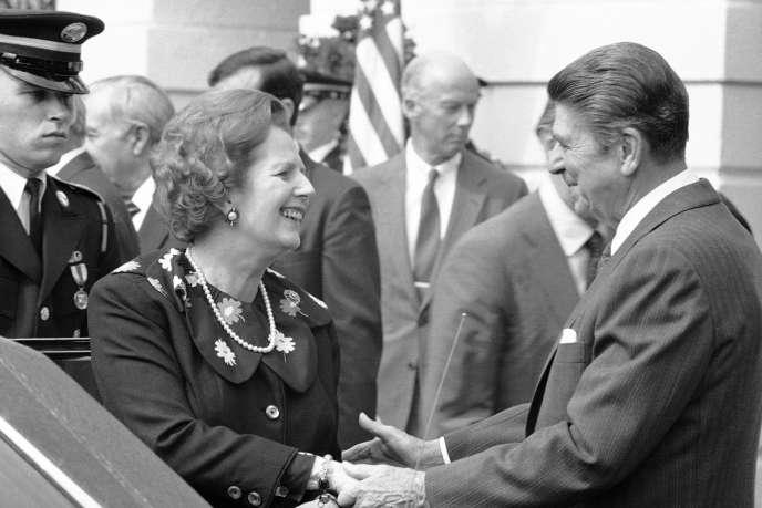 «Dans les années 1980, Ronald Reagan et Margaret Thatcher ont abordé le problème sous l'angle de l'offre. Ils ont réduit la taxation des bénéfices et des salaires afin de dynamiser l'investissement et la croissance, avec au bout du compte des résultats discutables» (Photo: Margaret Thatcher et Ronald Reagan, en 1983).