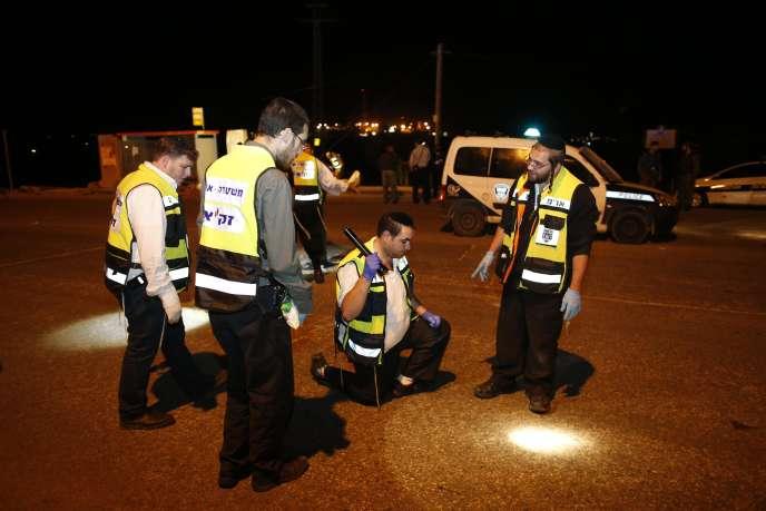 La police israélienne inspecte les lieux du drame, près de la colonie d'Alon Shvout, le 10 novembre.