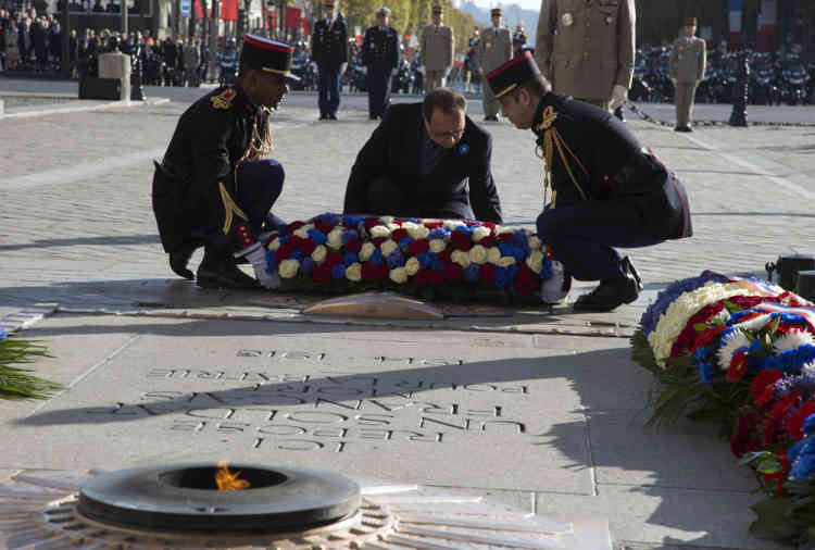 French President Francois Hollande lays a wreath of flowers at the Tomb of the Unknown soldier under the Arc de Triomphe, during the Armistice Day ceremonies marking the end of World War I, in Paris, France, Tuesday, Nov. 11, 2014. The Armistice Day is commemorated every year on Nov. 11 to mark the armistice signed between the allies of World War I and Germany to end the war. (AP Photo/Francois Mori, pool)