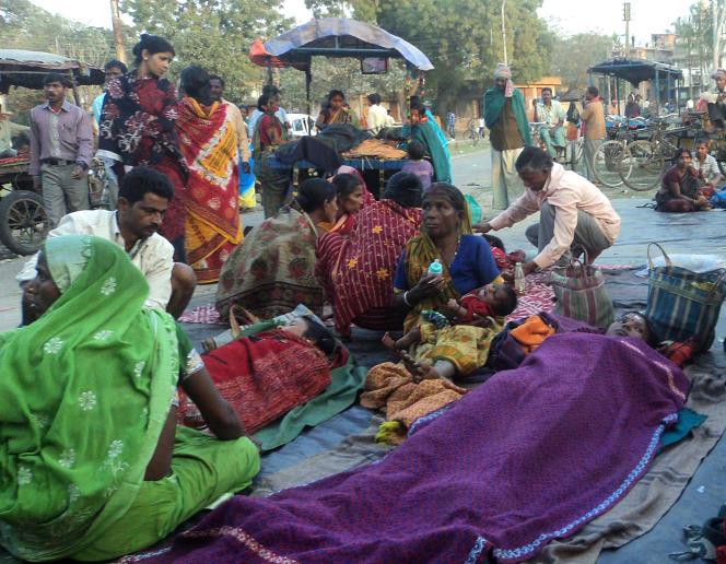 Des femmes en attente de stérilisation, le 5 février 2013 à Malda, en Inde.