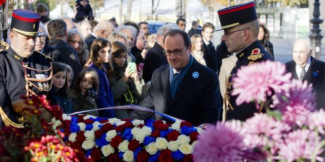 François Hollande a présidé mardi, sous le soleil, les cérémonies du 11-Novembre sur les Champs-Elysées.