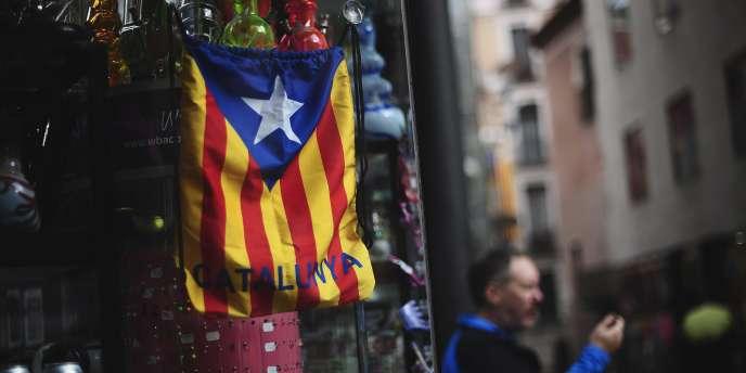 M. Mas a annoncé avoir adressé une lettre au chef du gouvernement conservateur Mariano Rajoy afin de concrétiser les espoirs des 1,8 million de personnes qui ont souhaité l'indépendance.