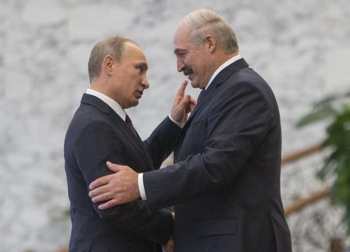 Le président biélorusse Alexandre Loukachenko avec Vladimir Poutine en 2014.