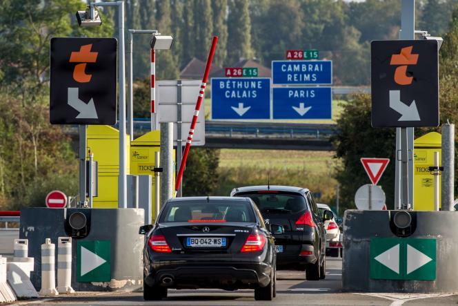 Le 9 novembre, le ministre français de l'économie Emmanuel Macron, a indiqué vouloir mettre la pression sur les sociétés autoroutières.