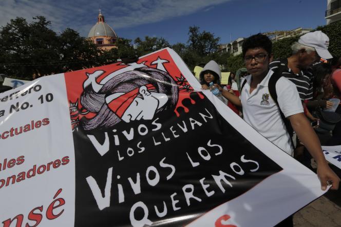 Depuis l'enlèvement des 43 étudiants, les manifestations se sont multipliées et sont devenues de plus en plus violentes au Mexique.