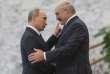 «Le régime autoritaire de Loukachenko ne repose que sur le soutien de la Russie»(Photo: le président de la Biélorussie, Alexandre Loukachenko et Vladimir Poutine, à Minsk, le 10 octobre 2014).