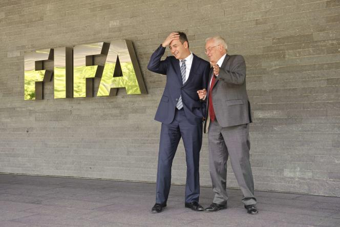Michael J. Garcia (à gauche) et Hans-Joachim Eckert, au siège de la FIFA à Zurich.