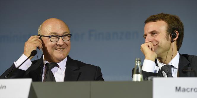 Michel Sapin et Emmanuel Macron, ministres des finances et de l'économie, à Berlin, le 20 octobre.