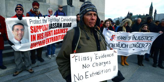 Rassemblement du comité de soutien à Hassan Diab devant la Cour suprême du Canada, jeudi13novembre.