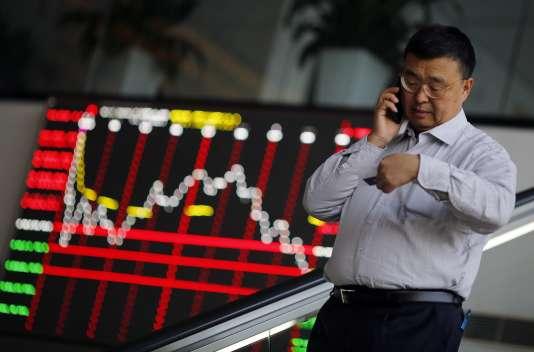 Mardi 26 janvier, la Bourse de Shanghaï s'est effondrée de plus de 6,4%, dans une atmosphère de dépression due, notamment, à la nouvelle chute des cours du pétrole .