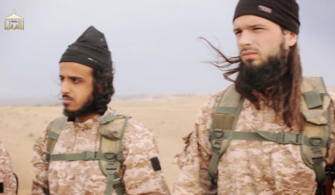 La justice soupçonne Maxime Hauchard, dit Abou Abdallah Al-Faransi (à droite), de figurer parmi les bourreaux de la vidéo diffusée le 16 novembre montrant l'exécution de l'Américain Peter Kassig.