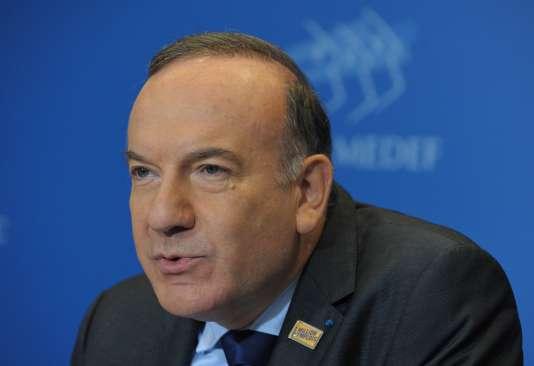 Pierre Gattaz, lors d'une conférence de presse mensuelle du Medef, à Paris, en 2014.