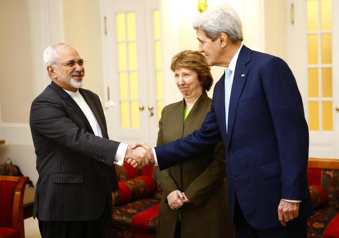 Le ministre des affaires étrangères iranien, Javad Zarif, avec le secrétaire d'état américain John Kerry et Catherine Ashton, réprésentant de l'UE, à Vienne, le 20 novembre.
