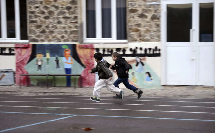 Dans une cours d'école à Bondy en Seine-Saint-Denis en novembre.