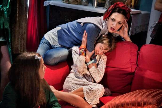 Asia Argento avec la jeune actrice Giulia Salerno sur le tournage de son film