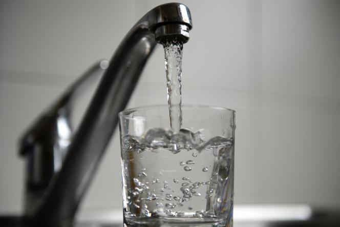 Au moins 20 % de l'eau potable est gaspillée en France à cause des fuites.
