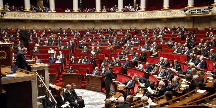 Les 2 090 collaborateurs des députés, rouages essentiels dans le travail parlementaire, pourront bientôt bénéficier d'un véritable statut collectif. En revanche, les 953 assistants œuvrant auprès des sénateurs attendent toujours.