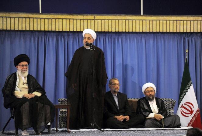Le président iranien Hassan Rohani, au côté du Guide suprême, l'ayatollah Ali Khamenei (à gauche), à Téhéran, le 29 juillet.