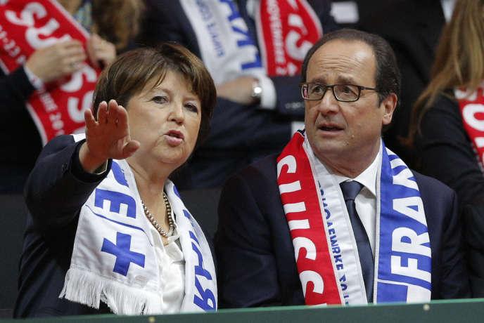 Martine Aubry et François Hollande lors d'un matche de la coupe Davis, à Lille, le 22 novembre.