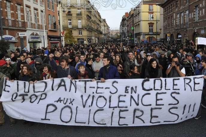 Manifestation contre la brutalité policière après la mort de Rémi Fraisse,  le 22 novembre 2014 à Toulouse.