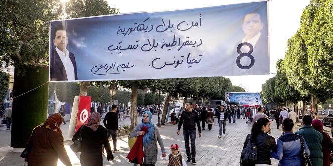 Sur l'avenue Bourguiba, à Tunis, le 21 novembre, veille de l'élection présidentielle.